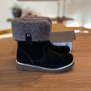New w/box UGG Suede boots little girls size 2